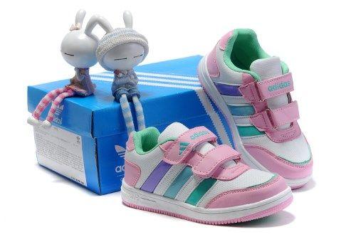 Дитяча спортивна взуття - якою вона має бути?