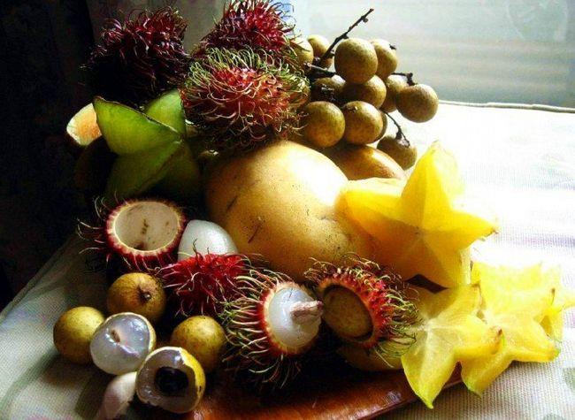 екзотичні фрукти на столі, як їсти правильно екзотику