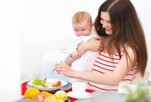 Як правильно організувати харчування годуючої мами?