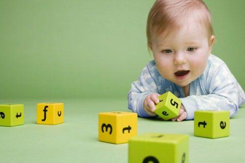 Дитина і кубики