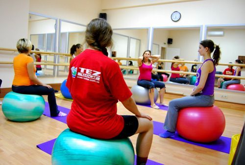 Які вправи варто уникати, займаючись фітнесом при вагітності?