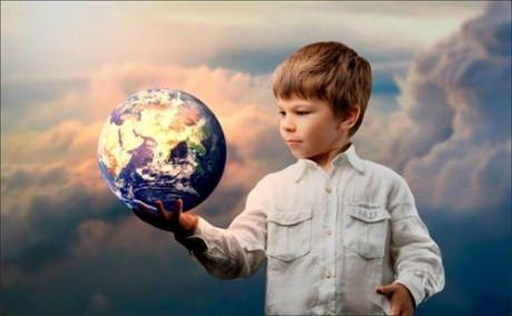 Хлопчик і земну кулю