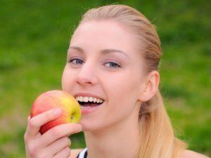 Вживання яблук в період годування грудьми