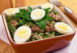 Салат з тунцем або з консервованої горбушей