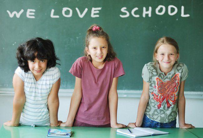 дівчинки вивчають іноземну мову