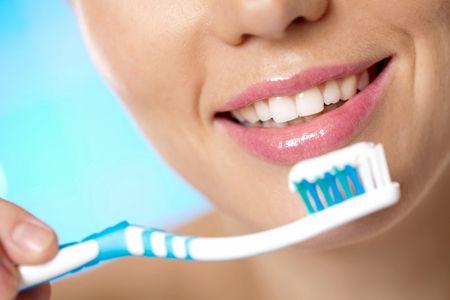Фото: відбілююча зубна паста